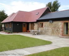 Snaptrip - Last minute cottages - Excellent Chichester Cottage S60637 - Apple Barn - near Chichester, West Sussex
