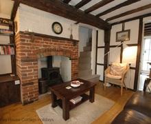 Snaptrip - Last minute cottages - Wonderful Chichester Cottage S72934 - North Walls Cottage - Chichester, West Sussex