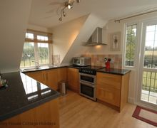 Snaptrip - Last minute cottages - Beautiful Patching Cottage S60746 - Selden Blacks Studio - Kitchen area