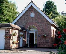 Snaptrip - Last minute cottages - Quaint Turners Hill Cottage S60728 - Pump House Lodge - Turners Hill, West Sussex