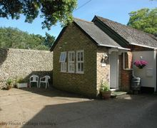 Snaptrip - Last minute cottages - Tasteful Lyminster Cottage S60672 - Grooms Cottage - Lyminster, Arundel, West Sussex