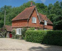Snaptrip - Last minute cottages - Lovely Haslemere Cottage S60722 - Parkhurst Cottage - Lurgashall, near Petworth, West Sussex