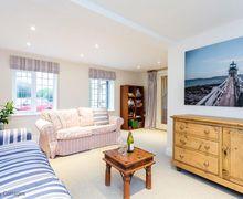 Snaptrip - Last minute cottages - Charming Middleton On Sea Cottage S50951 -