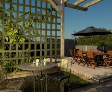Snaptrip - Last minute cottages - Inviting Winchelsea Beach Cottage S60719 -