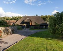 Snaptrip - Last minute cottages - Luxury Doddington Cottage S79822 -