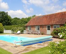 Snaptrip - Last minute cottages - Inviting Tenterden Cottage S50917 -