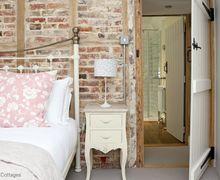 Snaptrip - Last minute cottages - Wonderful Throwley Forstal Cottage S60503 -