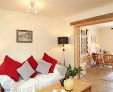 Snaptrip - Last minute cottages - Quaint Herne Bay Cottage S50925 -