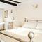 Snaptrip - Last minute cottages - Quaint Rye Apartment S60589 -