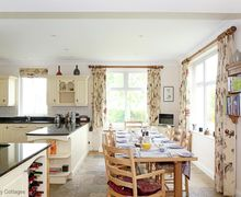 Snaptrip - Last minute cottages - Wonderful Codmore Hill Cottage S74681 -