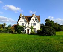 Snaptrip - Last minute cottages - Wonderful Tunbridge Wells Cottage S76063 - Large space and miles of countryside to explore