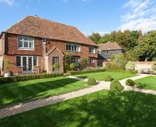 Snaptrip - Last minute cottages - Excellent Ashford Cottage S50741 - garden lovers