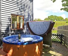 Snaptrip - Last minute cottages - Wonderful Nayland Cottage S51029 - Heavenly hot tub