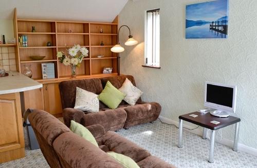 Snaptrip - Last minute cottages - Luxury Windermere Cottage S18747 -