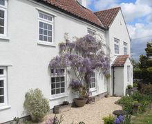Snaptrip - Last minute cottages - Cosy Langford Cottage S50823 - Pretty Wisteria adorn Gardeners Arms Cottage