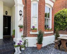 Snaptrip - Last minute cottages - Excellent Southsea Cottage S56506 -