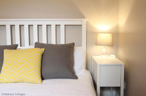 Last Minute Cottages - Musard Apartment, Fulham