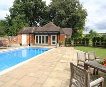 Snaptrip - Last minute cottages - Quaint Barton Stacey Cottage S60385 -