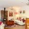Snaptrip - Last minute cottages - Quaint West Hougham Cottage S50936 -