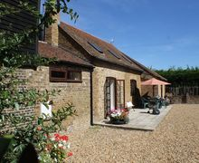 Snaptrip - Last minute cottages - Exquisite Upchurch Cottage S51059 - The beautiful exterior of The Old Stables in Ulcombe, Kent.