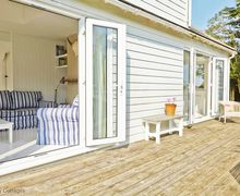 Snaptrip - Last minute cottages - Tasteful Winchelsea Beach Cottage S51083 -