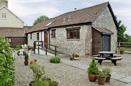 Snaptrip - Last minute cottages - Luxury Seaton Cottage S18802 -