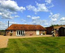 Snaptrip - Last minute cottages - Luxury Tenterden Cottage S50947 - Try a romantic getaway to Roundel Barn, Wittersham