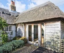Snaptrip - Last minute cottages - Exquisite Selsey Cottage S50999 -
