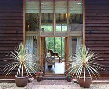 Snaptrip - Last minute cottages - Wonderful Brookwood Cottage S50734 -