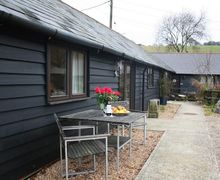 Snaptrip - Last minute cottages - Tasteful Hastingleigh Cottage S51057 - Alfresco dining for two