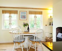 Snaptrip - Last minute cottages - Captivating Tenterden Cottage S51095 -