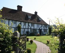 Snaptrip - Last minute cottages - Attractive Chilham Cottage S50787 - The stunning entrance to Heron Manor in Chilham