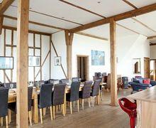 Snaptrip - Last minute cottages - Luxury Harbledown Cottage S72663 -
