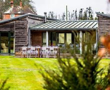 Snaptrip - Last minute cottages - Exquisite Avington Cottage S78312 -