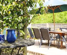 Snaptrip - Last minute cottages - Excellent Winchelsea Beach Cottage S50737 -