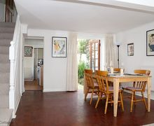 Snaptrip - Last minute cottages - Tasteful Brighton Cottage S76873 -