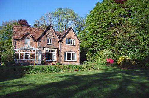 Exquisite Dousland Cottage S33973