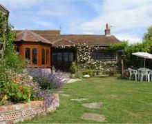 Snaptrip - Last minute cottages - Luxury Henstridge Cottage S34142 -