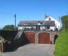 Snaptrip - Last minute cottages - Inviting Galmpton Apartment S34390 -