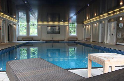 Snaptrip - Last minute cottages - Superb Par Lodge S1573 - Trenython Manor swimming pool