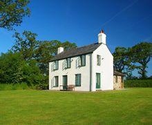 Snaptrip - Last minute cottages - Tasteful Treburtle Cottage S34493 -