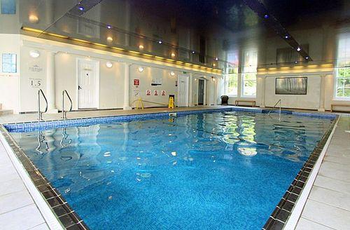 Snaptrip - Last minute cottages - Luxury Par Lodge S1575 - Trenython Manor swimming pool