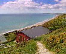 Snaptrip - Last minute cottages - Quaint Whitsand Bay Cottage S34594 -
