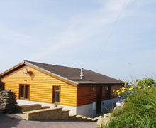 Snaptrip - Last minute cottages - Inviting Whitsand Bay Cottage S34606 -
