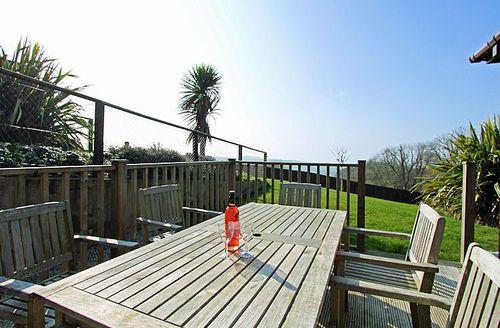 Snaptrip - Last minute cottages - Gorgeous Par Lodge S1577 - Decking area
