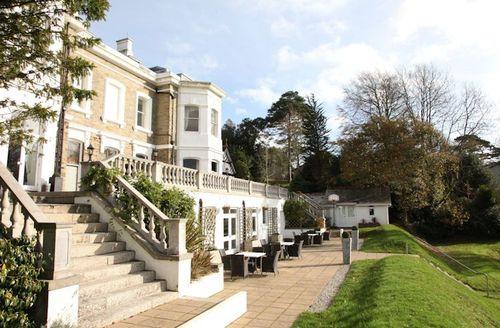 Snaptrip - Last minute cottages - Splendid Par Lodge S1578 - Trenython Manor