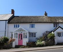 Snaptrip - Last minute cottages - Captivating Charmouth Cottage S81401 -