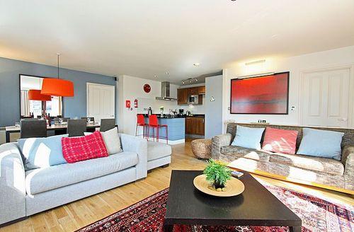 Snaptrip - Last minute cottages - Inviting Par Lodge S1579 - Living area