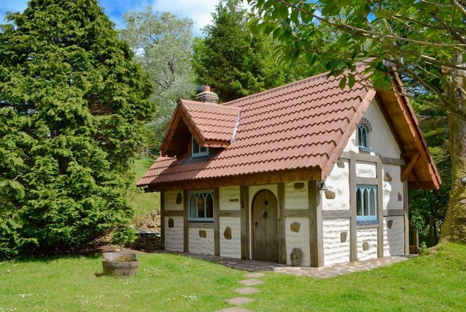 Unique, characterful cottage | Snow White's House - Coynant Farm, Felindre, near Swansea  - Snow Whites House - UK11479