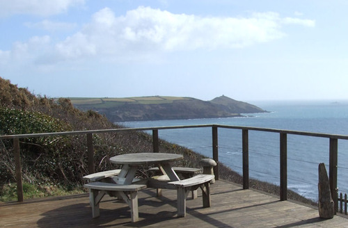 Snaptrip - Last minute cottages - Delightful Torpoint Rental S1587 - Decked area with views out to sea